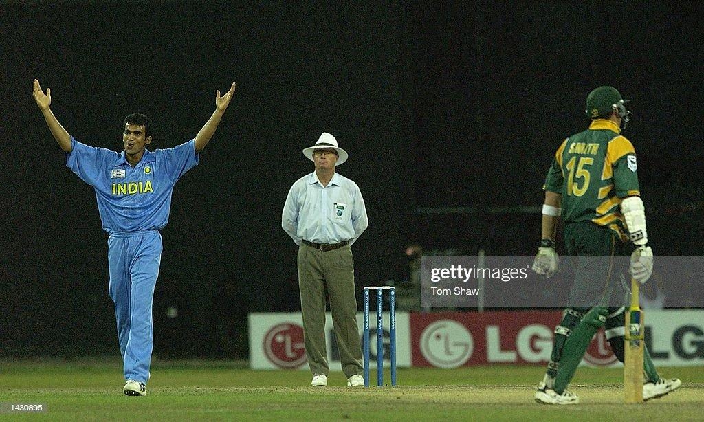 Zaheer Khan of India celebrates : News Photo