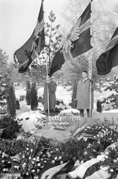 Zahlreiche Berliner Politiker legten zum 75. Geburtstag des am gestorbenen früheren Bundesministers für gesamtdeutsche Fragen, Jakob Kaiser, an...