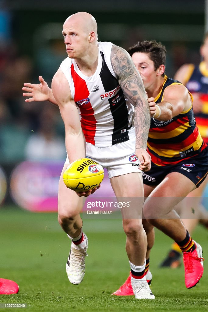 AFL Rd 7 - Adelaide v St Kilda : News Photo