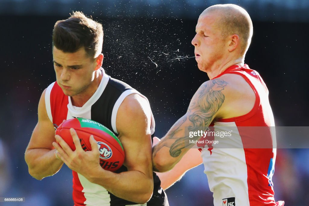 Zak Jones of the Swans (R) collides into Jack Sinclair of the Saints during the round nine AFL match between the St Kilda Saints and the Sydney Swans at Etihad Stadium on May 20, 2017 in Melbourne, Australia.