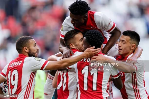 Zakaria Labyad of Ajax, Dusan Tadic of Ajax, Mohammed Kudus of Ajax, Quincy Promes of Ajax, Lisandro Martinez of Ajax, celebrates the 1-0 during the...