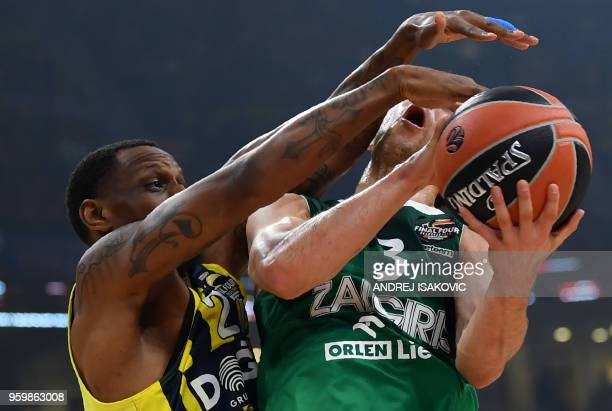 TOPSHOT Zalgiris' Slovenian guard Kevin Pangos and Fenerbahce's US forward James Nunnally during the first semifinal EuroLeague Final Four basketball...