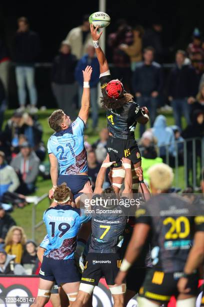 Zane Kapeli of the Chiefs and Will Harris of the Waratahs jump for the ball in the line out during the round five Super Rugby Trans Tasman match...