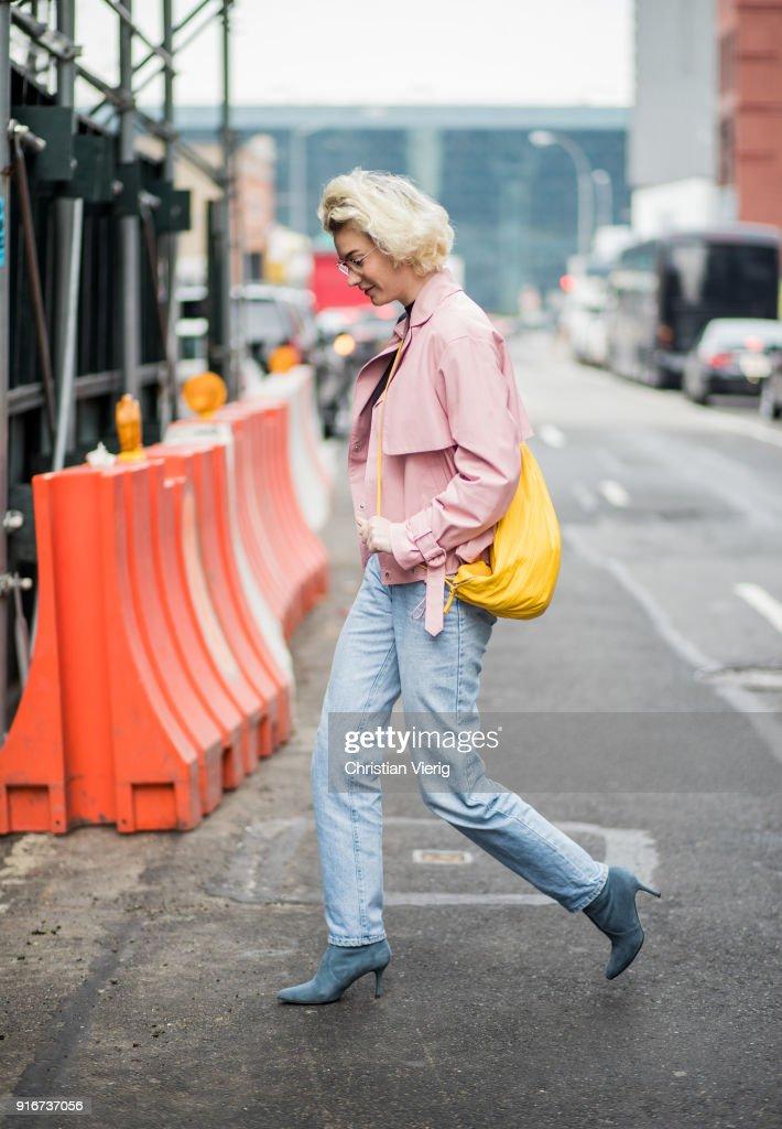 Street Style - New York Fashion Week February 2018 - Day 3 : News Photo