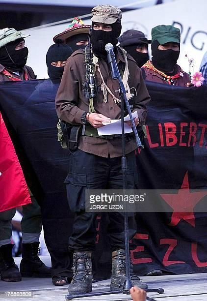 A Zapatista leader is seen giving a speech in Querretaro Mexico 01 March 2001 El subcomandante Marcos lider maximo del Ejercito Zapatista de...
