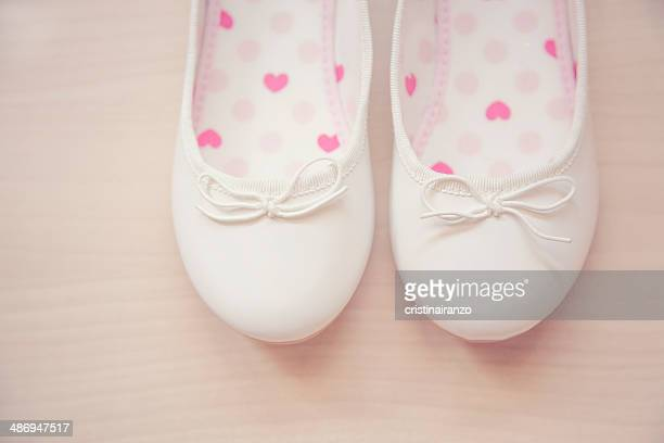 zapatos de corazones - flat shoe stock pictures, royalty-free photos & images