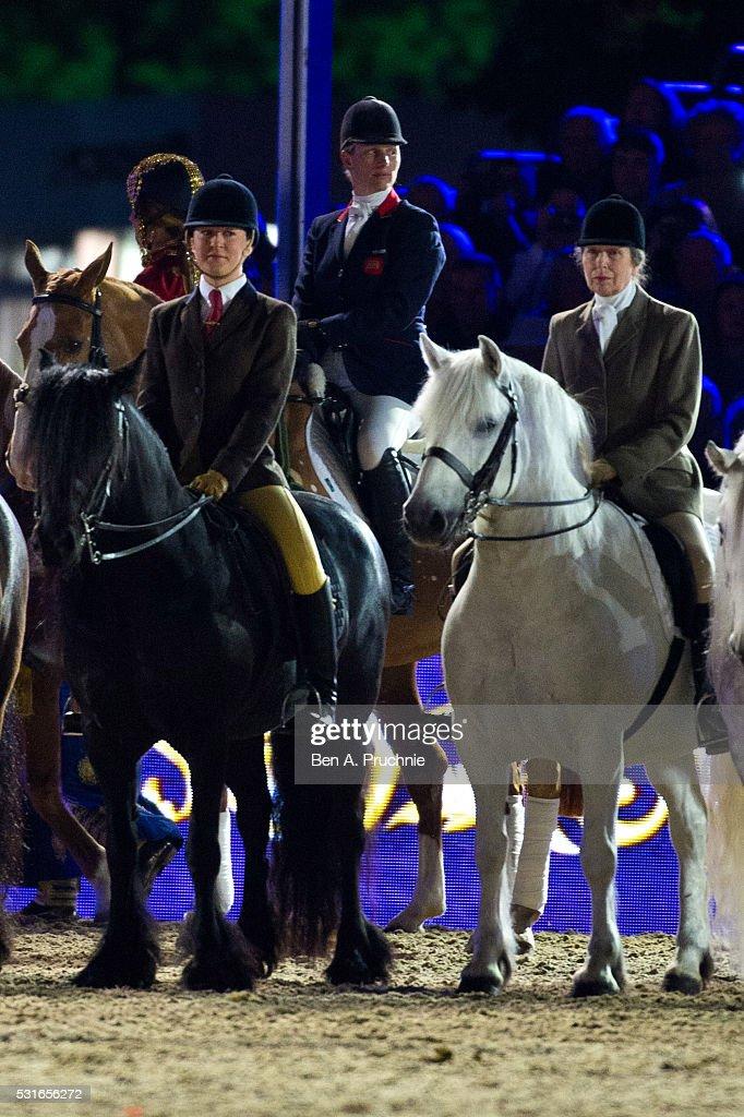 The Queens 90th Birthday Celebrations At Windsor - Final Night : Fotografía de noticias