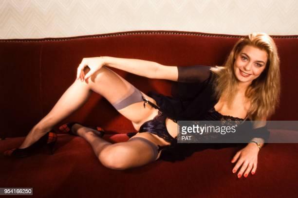 Zara Whites actrice de films pornographiques dans une pose suggestive en avril 1992 à Paris France