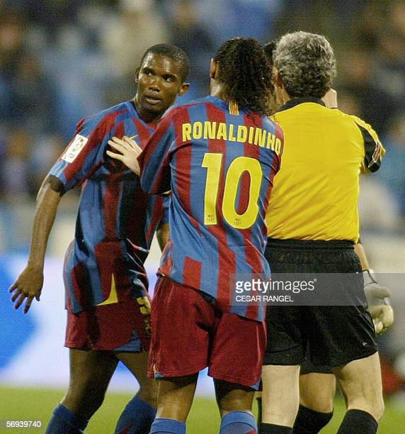 Barcelona's Samuel Eto of Cameroon reacts after he suffered racist insults from the crowd as teammate Brazilian Ronaldinho and the referee Esquinas...