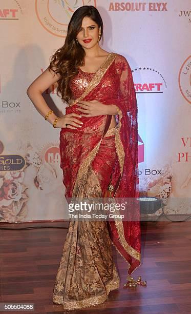 Zarine Khan at Vikram Phadniss 25th anniversary fashion show in Mumbai