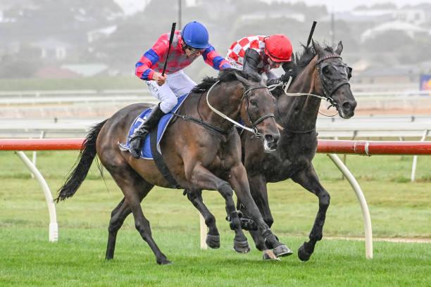 AUS: Warrnambool races