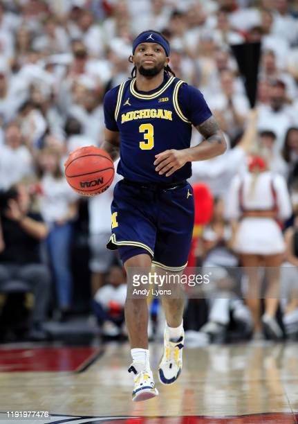 Zavier Simpson of the Michigan Wolverines dribbles the ball against the Louisville Cardinals at KFC YUM! Center on December 03, 2019 in Louisville,...
