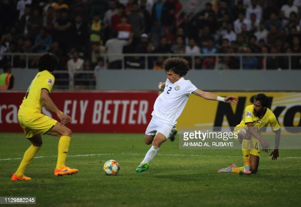 Zawraa's defender Mustafa Mohammed attempts a shot during the AFC champions league Group A football match between Iraq's Al Zawraa and UAE's Al Wasl...