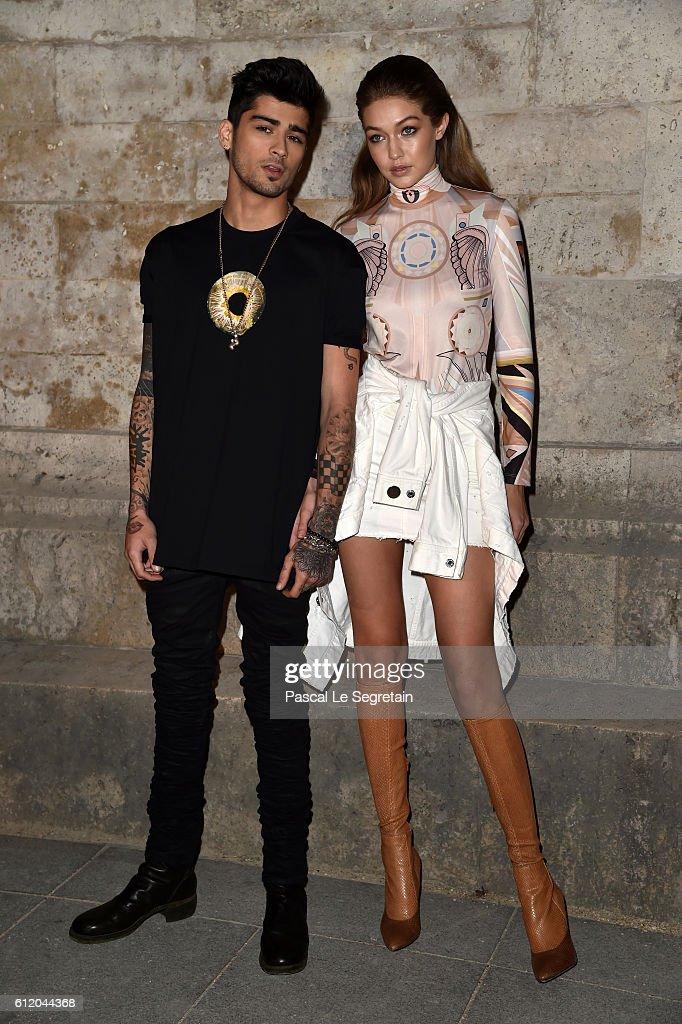 Givenchy : Front Row - Paris Fashion Week Womenswear Spring/Summer 2017