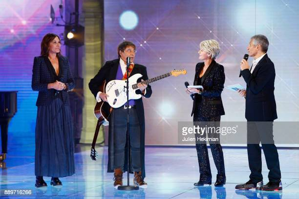 Zazie Laurent Voulzy Sophie Davant and Nagui perform on stage during the 31st France Television Telethon at Pavillon Baltard on December 9 2017 in...