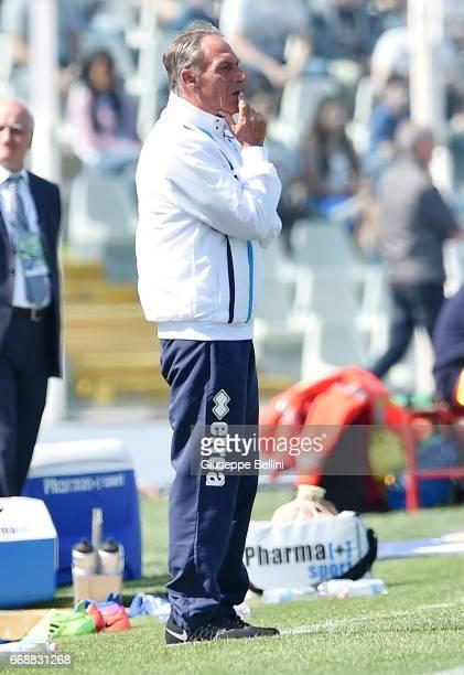 Zdenek Zeman head coach of Pescara Calcio during the Serie A match between Pescara Calcio and Juventus FC at Adriatico Stadium on April 15 2017 in...