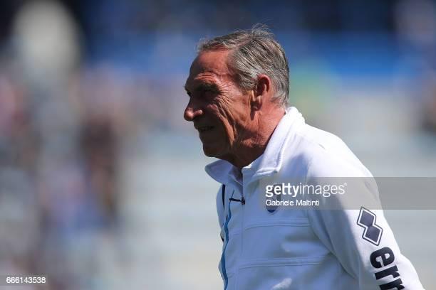 Zdenek Zeman manager of Pescara Calcio looks on during the Serie A match between Empoli FC and Pescara Calcio at Stadio Carlo Castellani on April 8...