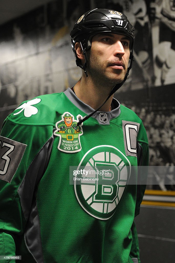 outlet store c5f10 24673 Zdeno Chara of the Boston Bruins wears a St. Patrick's Day ...
