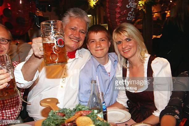 Zdf Historiker Guido Knopp Mit Ehefrau Gabriella Und Sohn Christoph Beim Krug Mediapool Stammtisch Ins Käfer Festzelt Am 200908