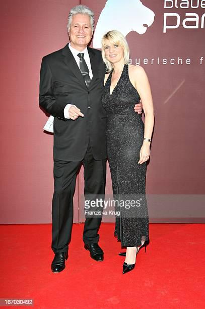 """Zdf Historiker Prof. Dr. Guido Knopp Und Ehefrau Gabriella Knopp Bei Der Verleihung Des """"Bayerischen Fernsehpreises"""" In München Am 260507 ."""