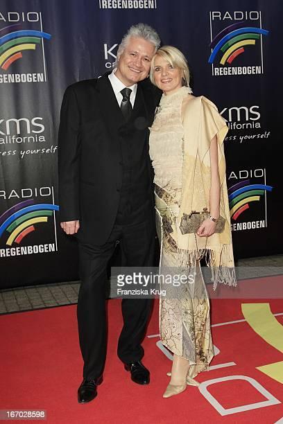 Zdf Historiker Prof Dr Guido Knopp Und Ehefrau Gabriella Knopp Beim Radio Regenbogen Award In Der Schwarzwaldhalle In Karlsruhe
