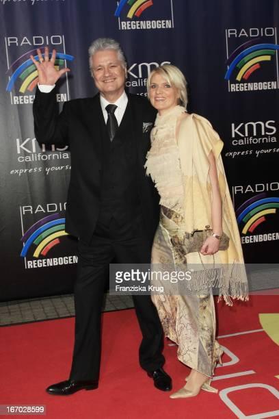 Zdf Historiker Prof. Dr. Guido Knopp Und Ehefrau Gabriella Knopp Beim Radio Regenbogen Award In Der Schwarzwaldhalle In Karlsruhe .