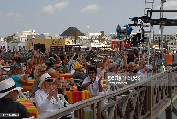 """Mitarbeiter , Touristen, ZDF-Show """"Die Frühlingsshow"""" , Marina Rubic—n, Playa Blanca, Insel Lanzarote, Kanarische Insel, Kanaren, Spanien, Europa,..."""