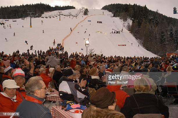 ZDFShow Hüttenzauber Seefeld/Tirol/Alpen/ sterreich Publikum Gäste Kamera Scheinwerfer Skilift Schnee Wintersportort Skigebiet Sportalm Promis...