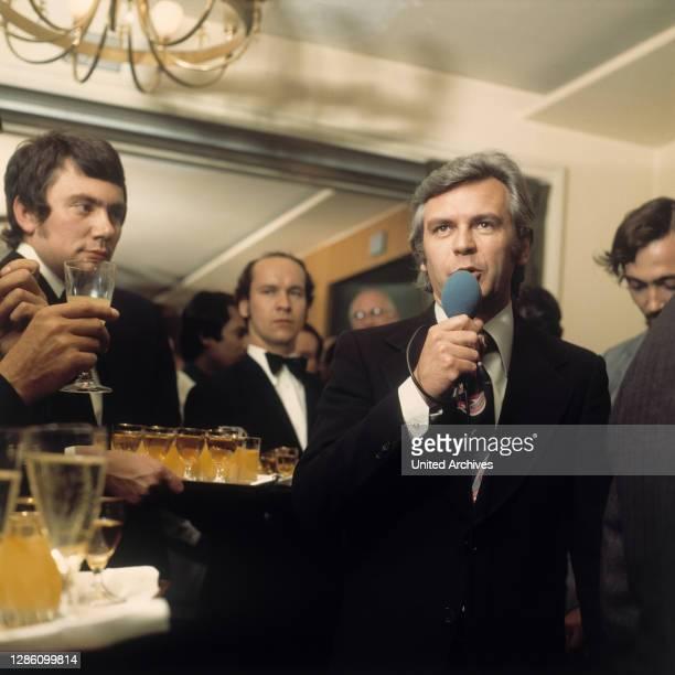 Sport-Moderator DIETER KÜRTEN beim Prominentenempfang im Hotel Kempinski, Berlin, 16.6.1973.