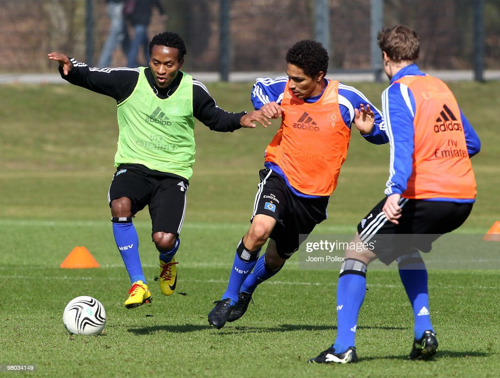 Ze Roberto (L) and Paolo Guerrero of Hamburg compete for the ball during the Hamburger SV training session at the HSH Nordbank Arena on March 25, 2010 in Hamburg, Germany.