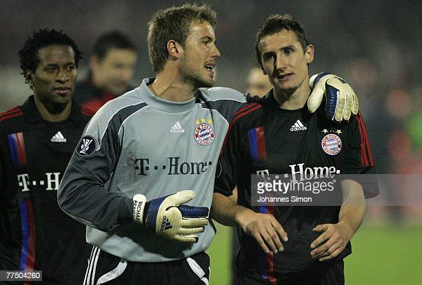 Ze Roberto, Michael Rensing and Miroslav Klose of Bayern celebrate after the UEFA Cup group F match between Crvena Zvezda and Bayern Munich at Crvena...