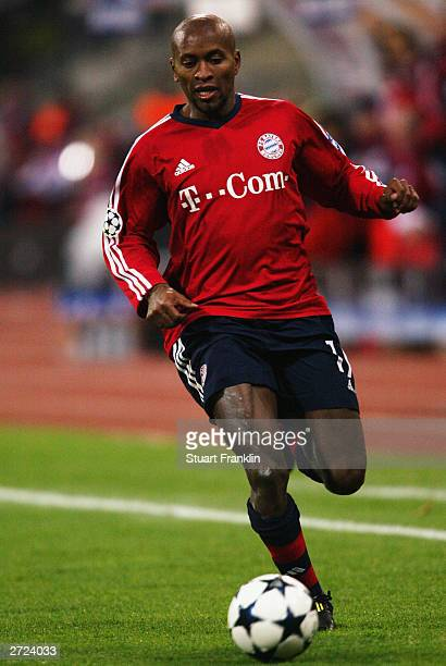 Ze Roberto of FC Bayern Munich makes a break forward during the UEFA Champions League Group A match between FC Bayern Munich and Olympique Lyonnais...