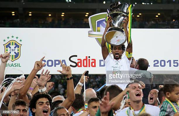 Ze Roberto of Palmeiras celebrates with the trophy after winning the match between Palmeiras and Santos for the Copa do Brasil 2015 Final at Allianz...