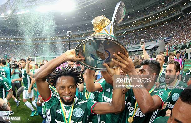 Ze Roberto of Palmeiras celebrates with the trophy after winning the match between Palmeiras and Chapecoense for the Brazilian Series A 2016 at...