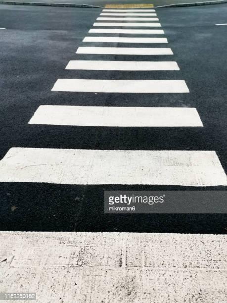 zebra crossing on street - zebrapad stockfoto's en -beelden