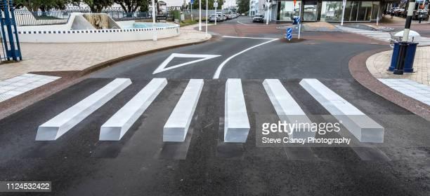 3d zebra crossing - zebrapad stockfoto's en -beelden