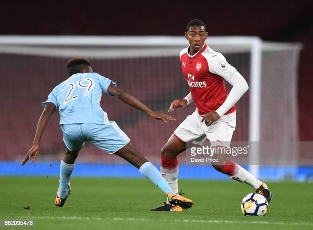 Zech Medley of Arsenal skips past Joel Asoro of Sunderland during the Premier League 2 match between Arsenal and Sunderland at Emirates Stadium on...