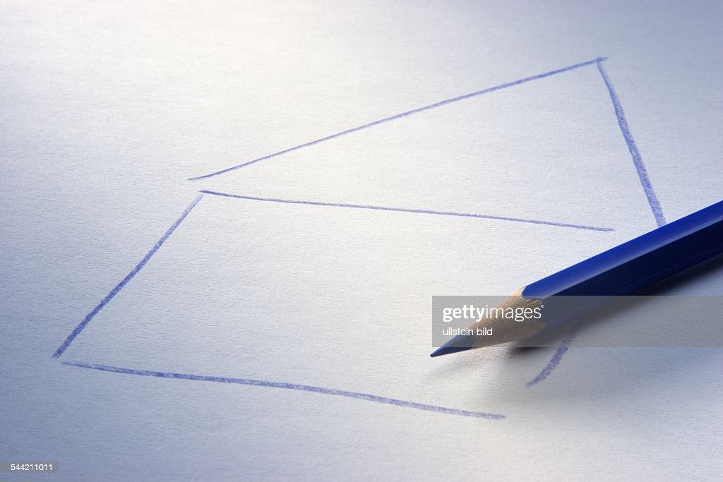 Zeichnung Haus und blauer Farbstift Pictures | Getty Images