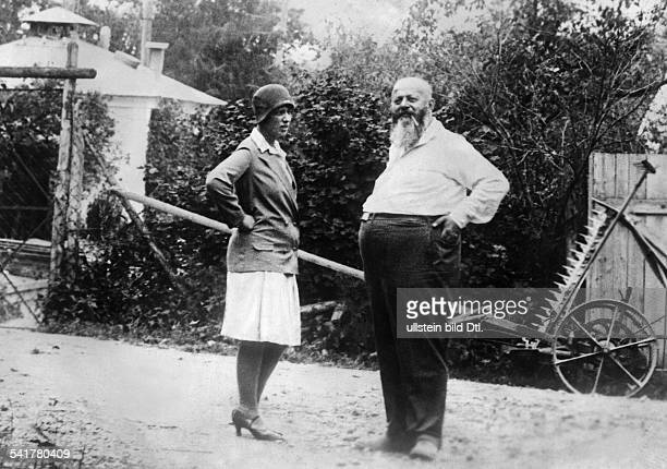 Zeileis Valentin Quack healer Austria*18731939Founder of the Instiute for electrophysical therapy and an unknown woman Photographer Kutschuk...