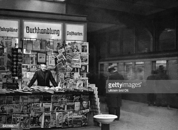 Zeitungskiosk auf dem Bahnsteig desBahnhof Zoo 1936