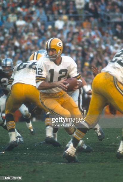 Zeke Bratkowski of the Green Bay Packers in action against the Oakland Raiders during Super Bowl II on January 14 1968 at the Orange Bowl in Miami...
