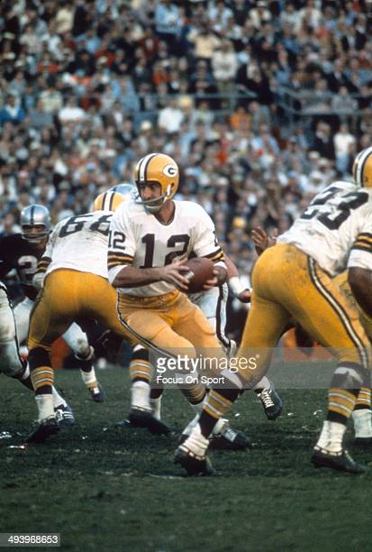Zeke Bratkowski of the Green Bay Packers in action against the Oakland Raiders during Super Bowl II January 14 1968 at the Orange Bowl in Miami...
