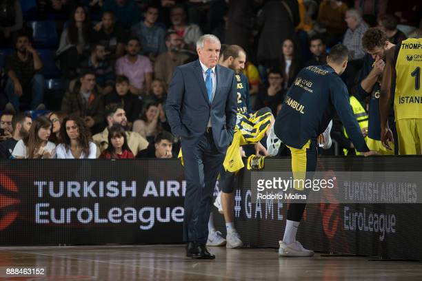Zeljko Obradovic Head Coach of Fenerbahce Dogus Istanbul in action during the 2017/2018 Turkish Airlines EuroLeague Regular Season game between FC...