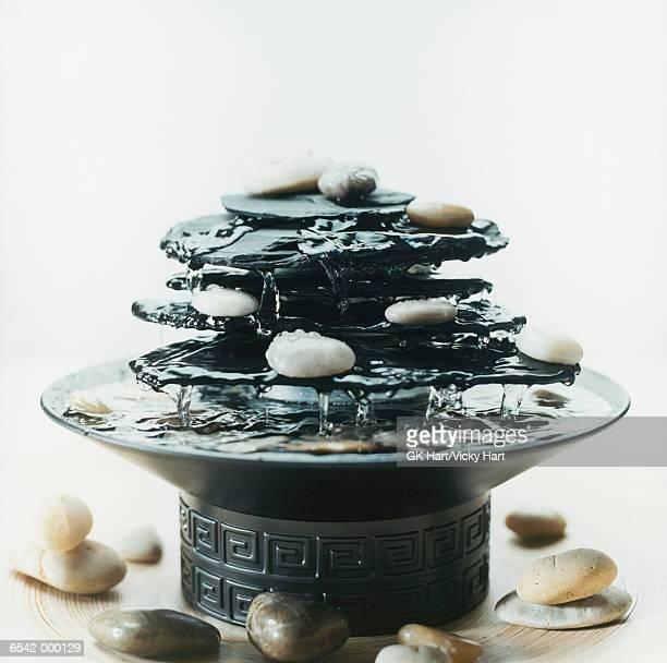 zen fountain - buddismo foto e immagini stock
