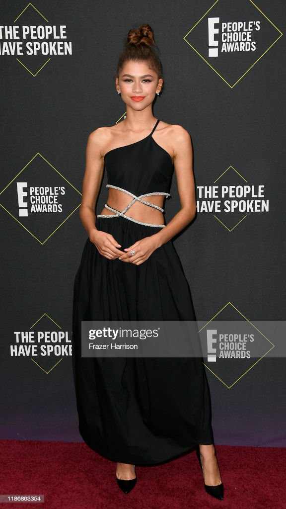 2019 E! People's Choice Awards - Social Crops : News Photo