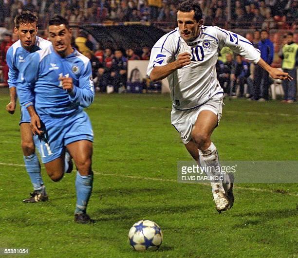 Bosnia's Hasan Salihamidzic vies with Michele Marani of San Marino during their World cup 2006 qualifying football match 08 October 2005 in Zenica...