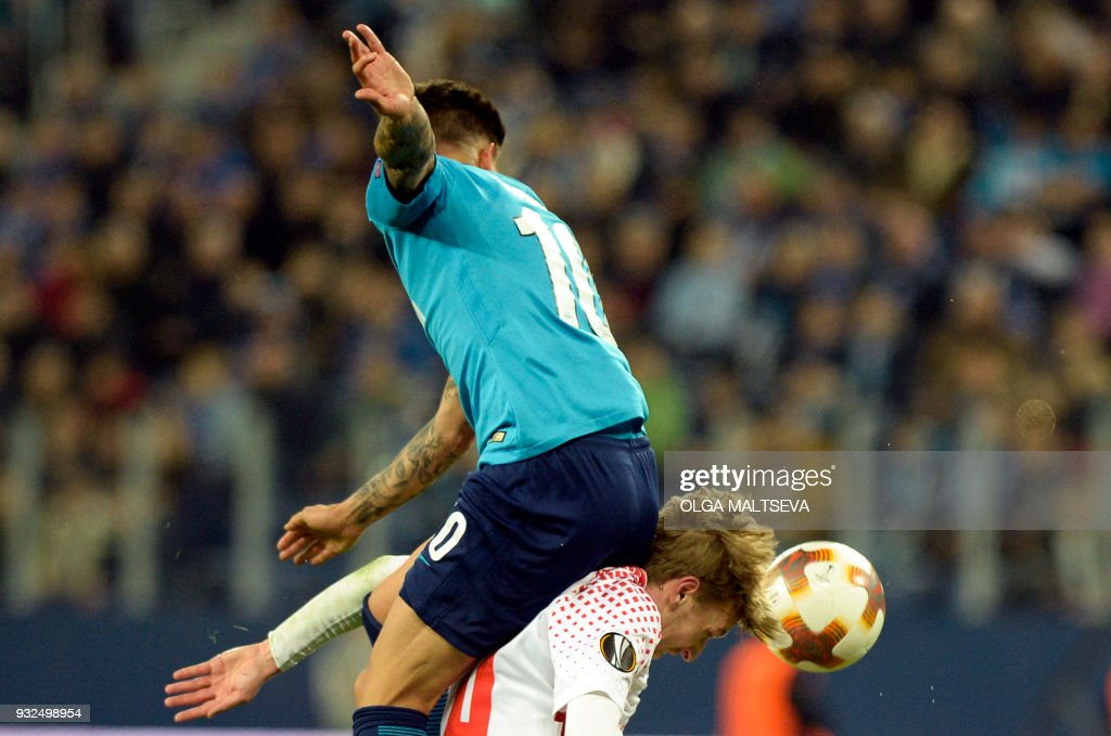 Zenit St. Petersburg's midfielder from Argentina Emiliano Rigoni and Leipzig's Swedish midfielder Emil Forsberg vie for the ball during the UEFA Europa League Round of 16 second leg football match between FC Zenit and RB Leipzig on March 15, 2018 in Saint Petersburg. / AFP PHOTO / Olga MALTSEVA