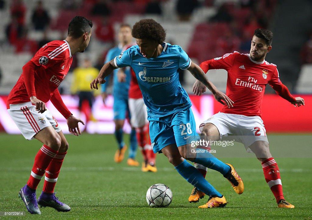 FC ZenitÕs midfielder from Belgium Axel Witsel with SL BenficaÕs midfielder Pizzi in action during the UEFA Champions League Round of 16: First Leg match between SL Benfica and FC Zenit at Estadio da Luz on February 16, 2016 in Lisbon, Portugal.