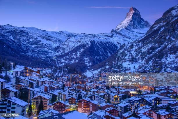 zermatt city with matterhorn on background in winter - zermatt stock pictures, royalty-free photos & images