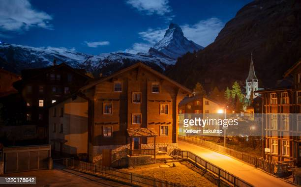 zermatt resort town at night. - swiss alps stock pictures, royalty-free photos & images